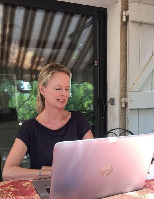 Kristi blogging