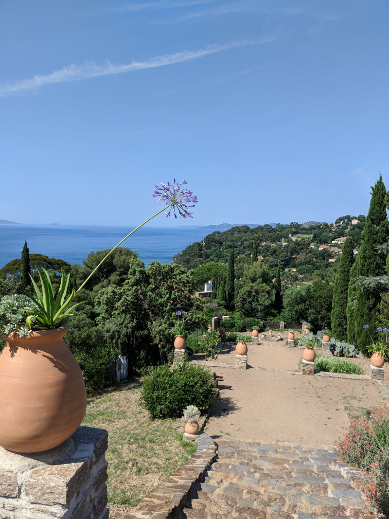 Mediterranean garden and stairs to the Rayol-Canadel beach