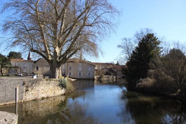 Montemboeuf Charente