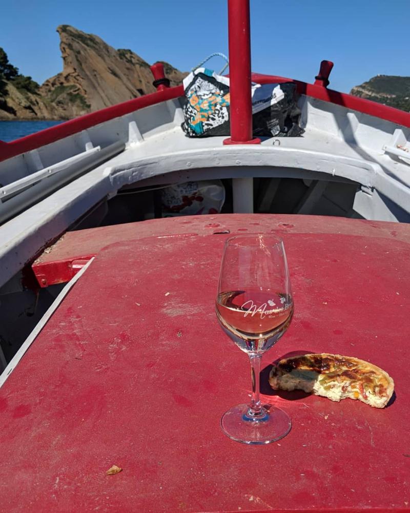 Pointu little fishing boat wine eagle la ciotat