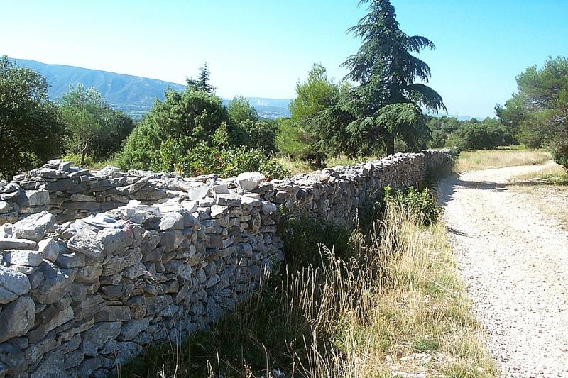 Wall built to keep out the plague-Mur_de_la_peste