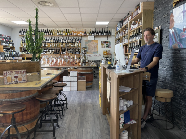 Jean-Marc at Le Vin Sobre wine shop epicerie in La Ciotat France