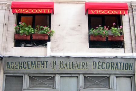 Paris shopfront (c) Kristin Espinasse