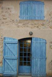Blue door = porte bleu (c) Kristin Espinasse