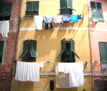 le linge = laundry (c) Kristin Espinasse