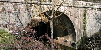 Pont = Bridge (c) Kristin Espinasse